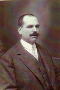 Fundador. Manuel Aguilar Espejo. Hermanastro de Luis Aguilar.