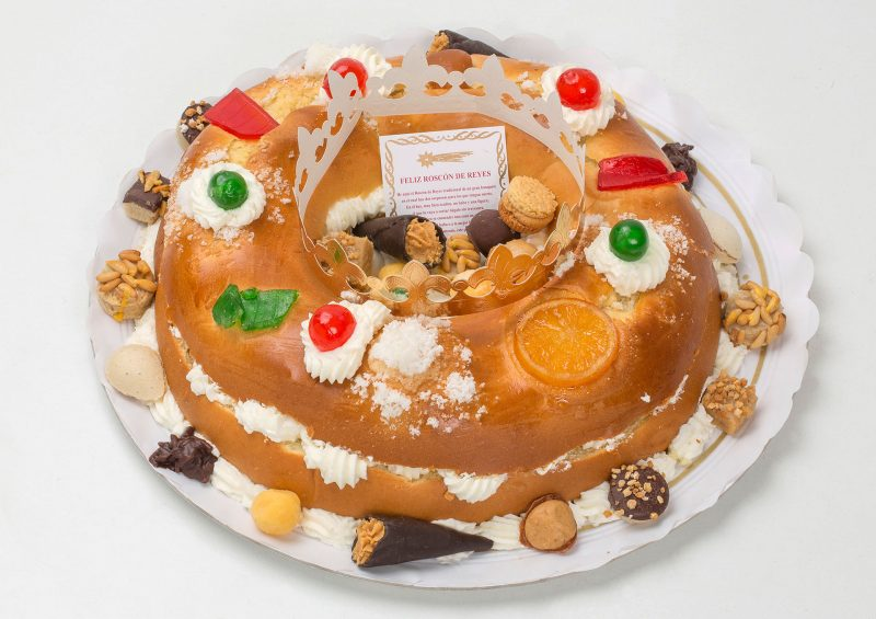 Roscón de Reyes relleno de nata